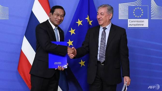 thai-deputy-prime-minister-chatchai-sarikulya-with-eu-commissioner-of-environment--maritime-affairs-and-fisheries-karmenu-vella